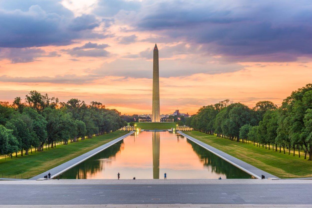 El Monumento Washington es un famoso obelisco muy popular e impresionante en persona