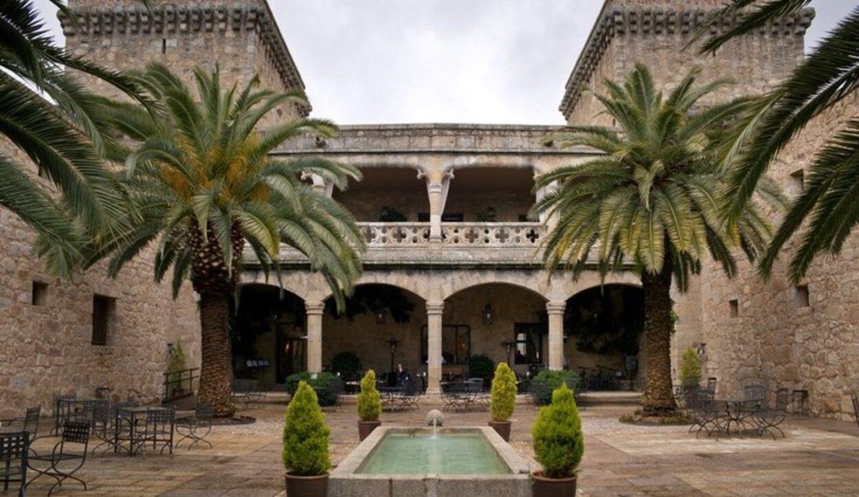 El convento que está en el interior de los jardines de la Alhambra