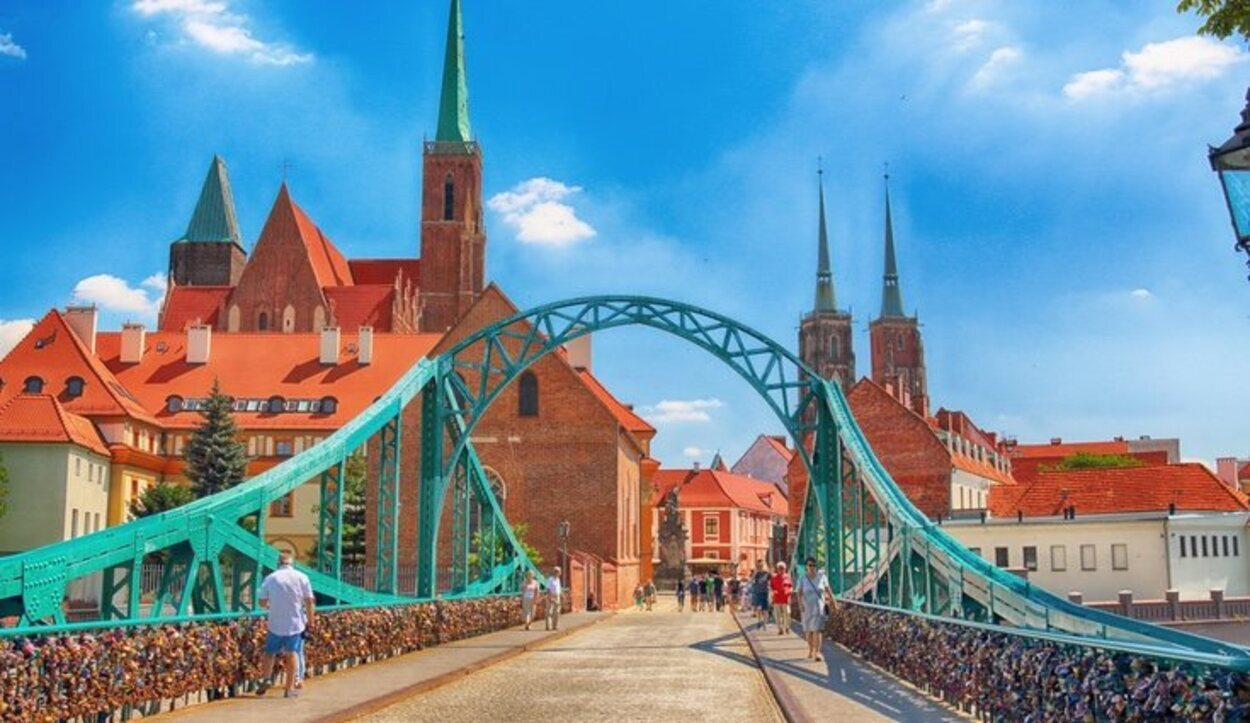 El puente de los candados de Wroclaw te llevará hasta la Catedral de la ciudad