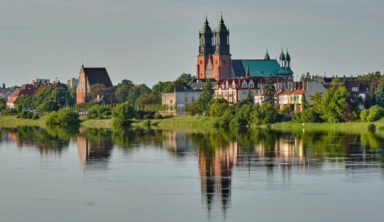 A orillas del río Varta, en 'Ostrow Tumski', se erige la Catedral de Poznan