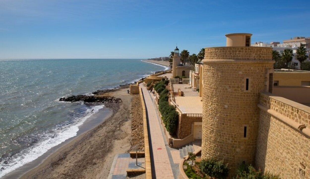 El castillo de Santa Ana junto a la playa