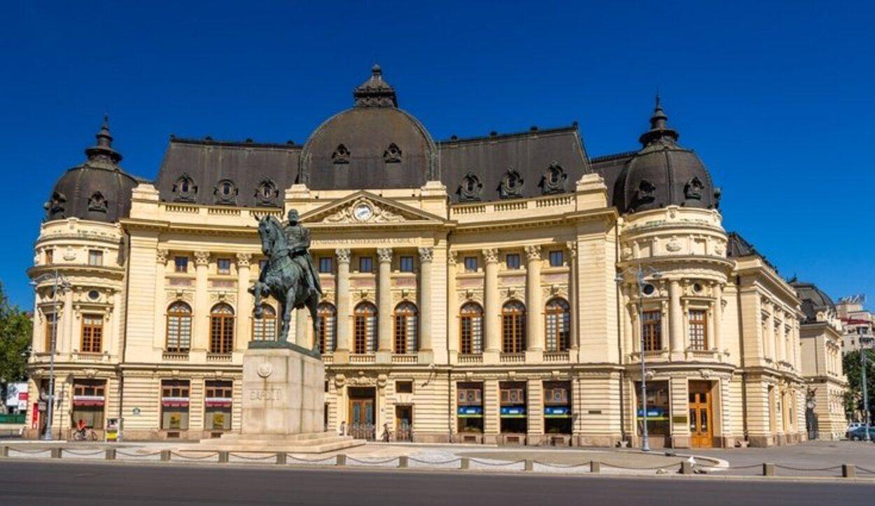 La Biblioteca Central de la Universidad puede verse paseando por Calea Victoriei