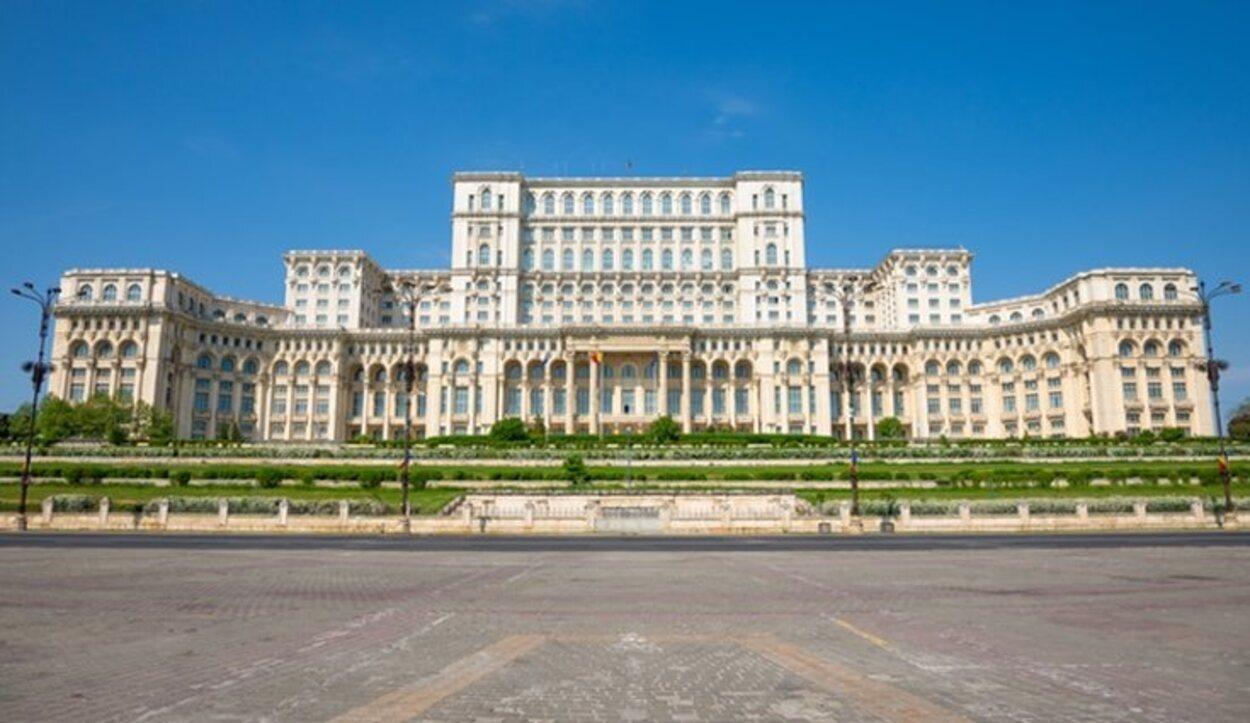 La construcción del Palacio del Parlamento de Bucarest borró del mapa templos y viviendas
