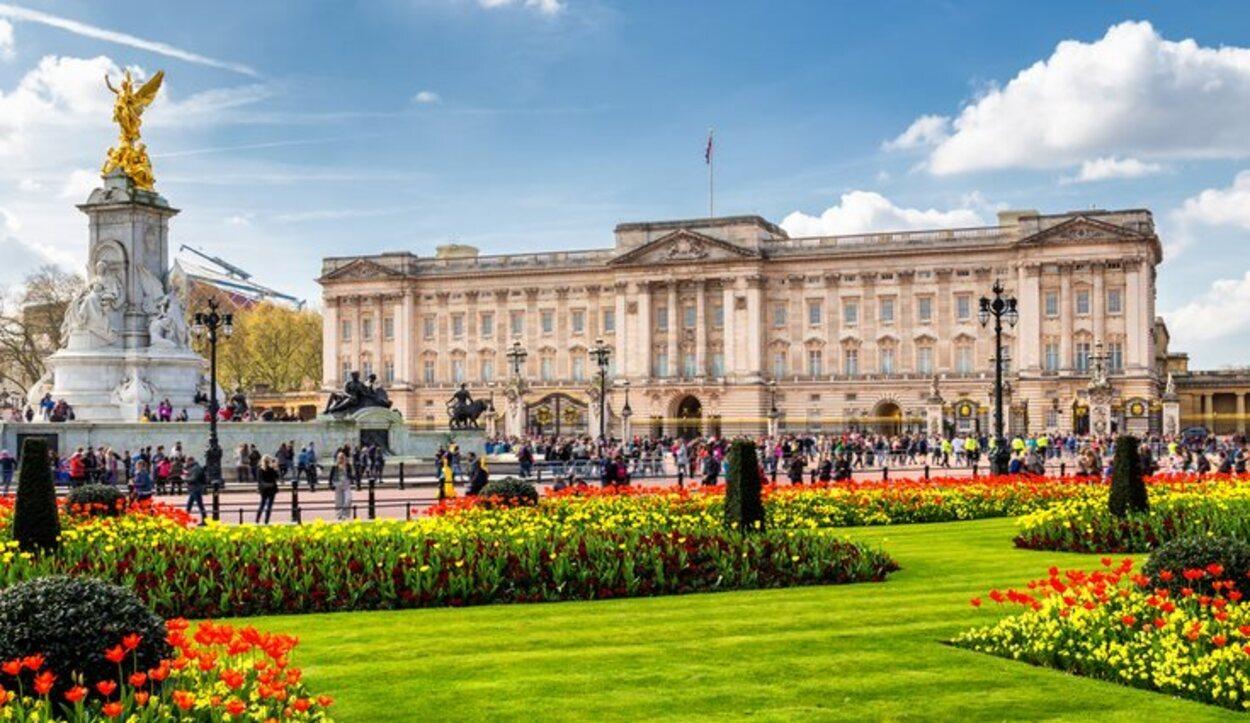 Buckingham Palace es la residencia de la Reina Isabel II (Londres)