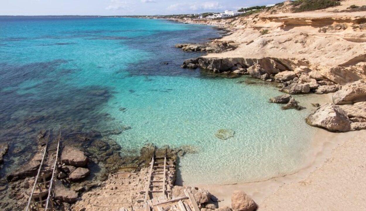 Uno de los rincones más especiales de Formentera es Caló des Mort