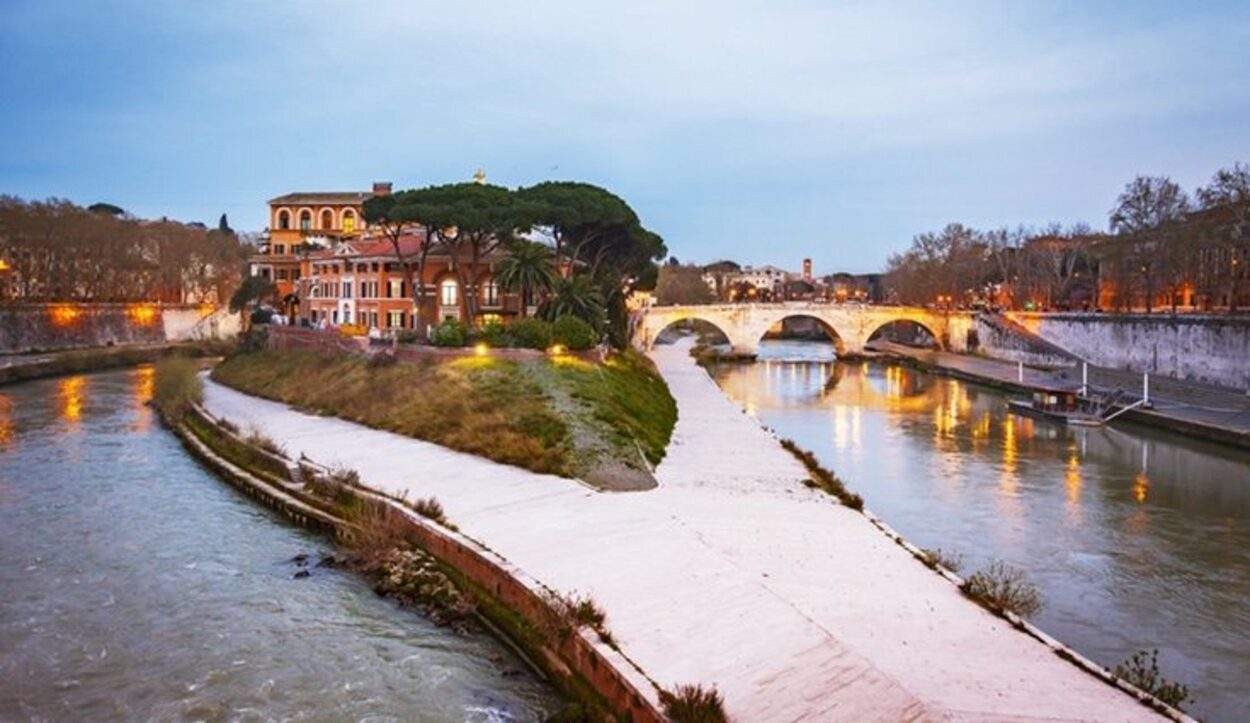 Vista panorámica del río de Trasteve en Roma