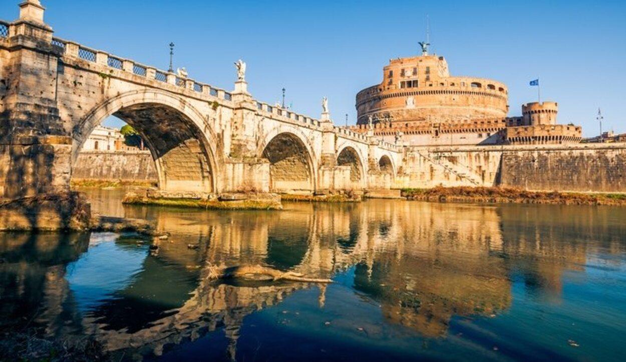 El Castel Sant'Angelo es uno de los lugares que hay que visitar de noche obligatoriamente