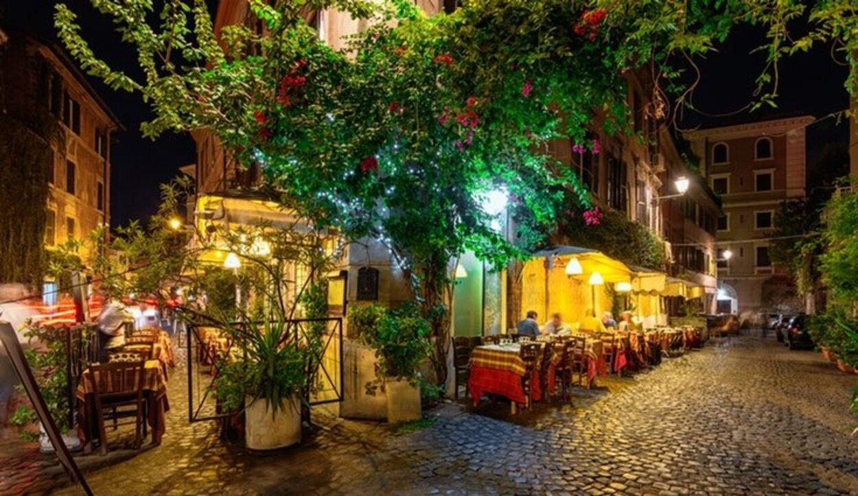 El barrio de Trastevere es famoso por sus locales bohemios y el ambiente nocturno