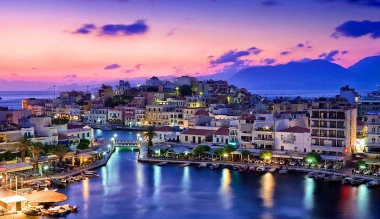 La Isla de Creta se sitúa en medio del Mar Mediterráneo