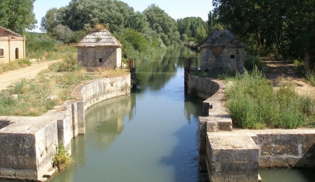 El Canal de Castilla es un atractivo turístico muy activo