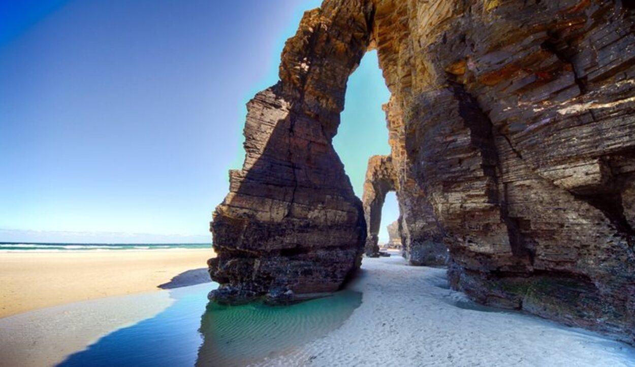 Los característicos acantilados de la Playa de las Catedrales (Ribadeo)