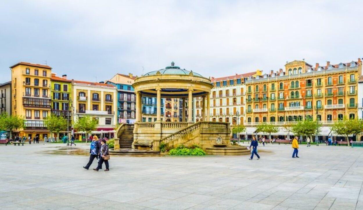La Plaza del Castillo lleva siglos viendo el paso del tiempo en Pamplona