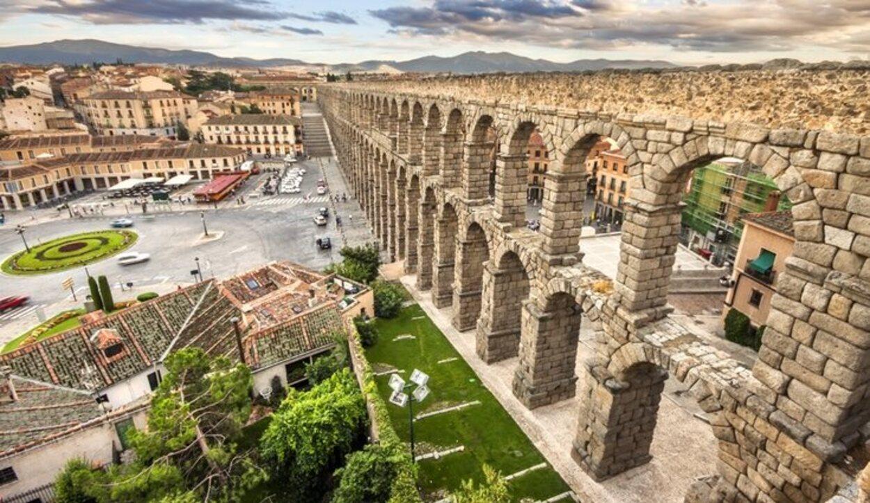 El acueducto de Segovia está compuesto de 15 kilómetros de arcos