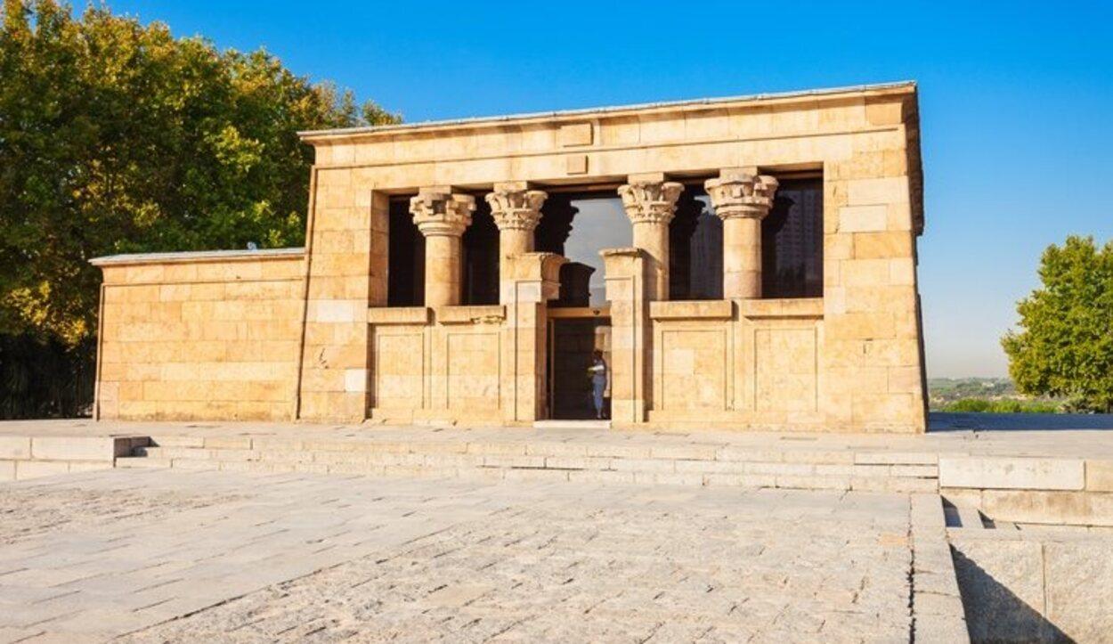 La construcción del Templo de Debod por orden del rey Adijalamani de Meroe