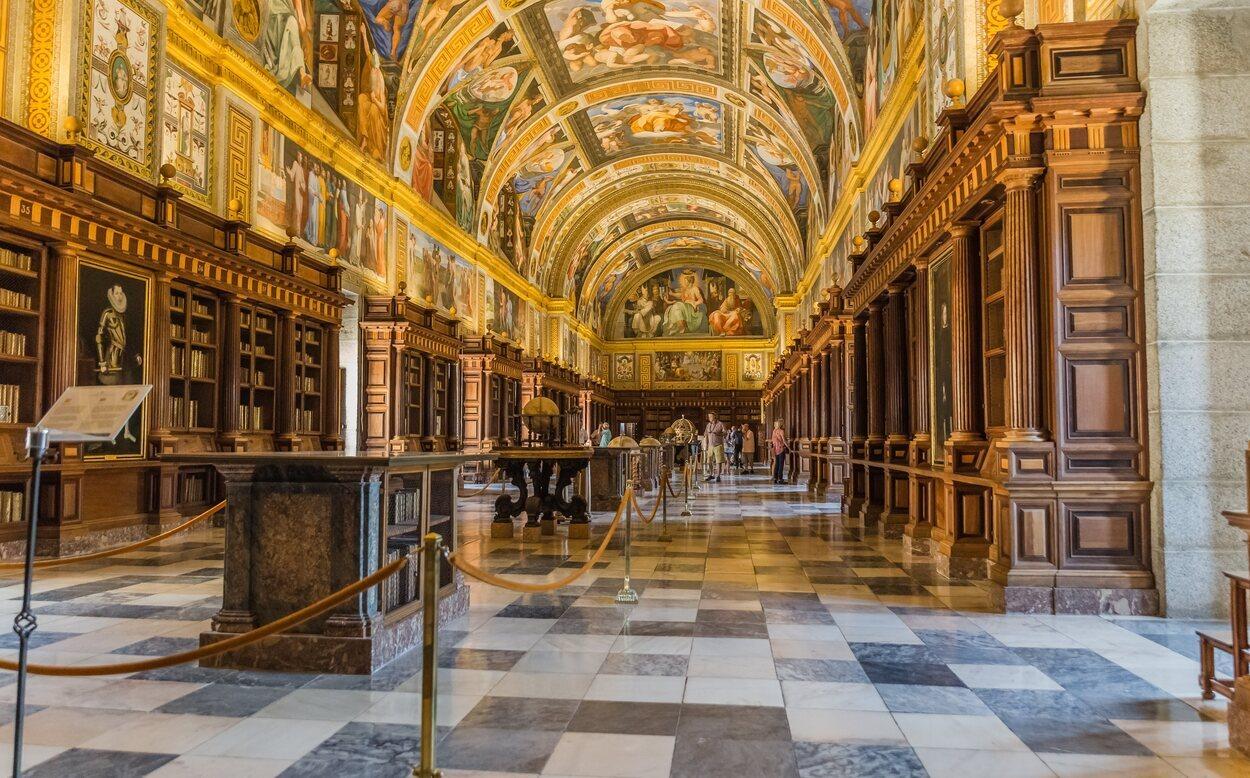 La decoración de la biblioteca es lo que más sorprende a sus visitantes