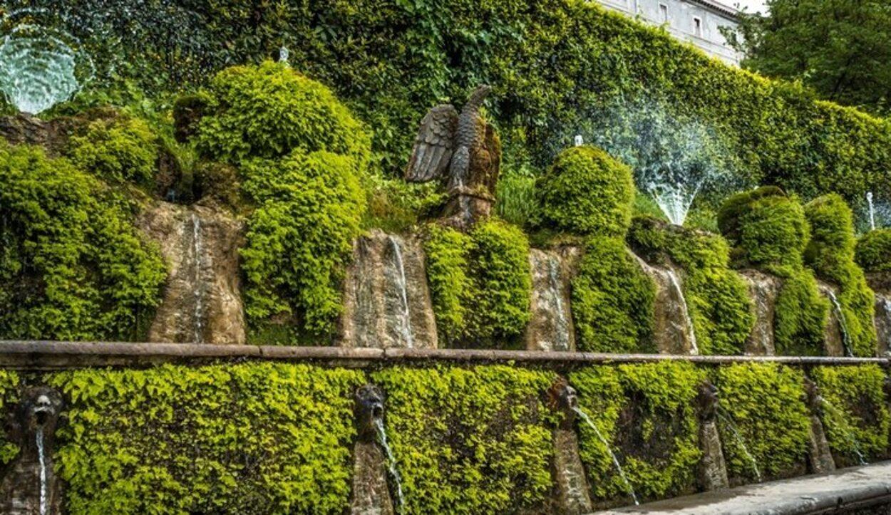 La hilera de las 100 fuentes situadas en Villa d'Este