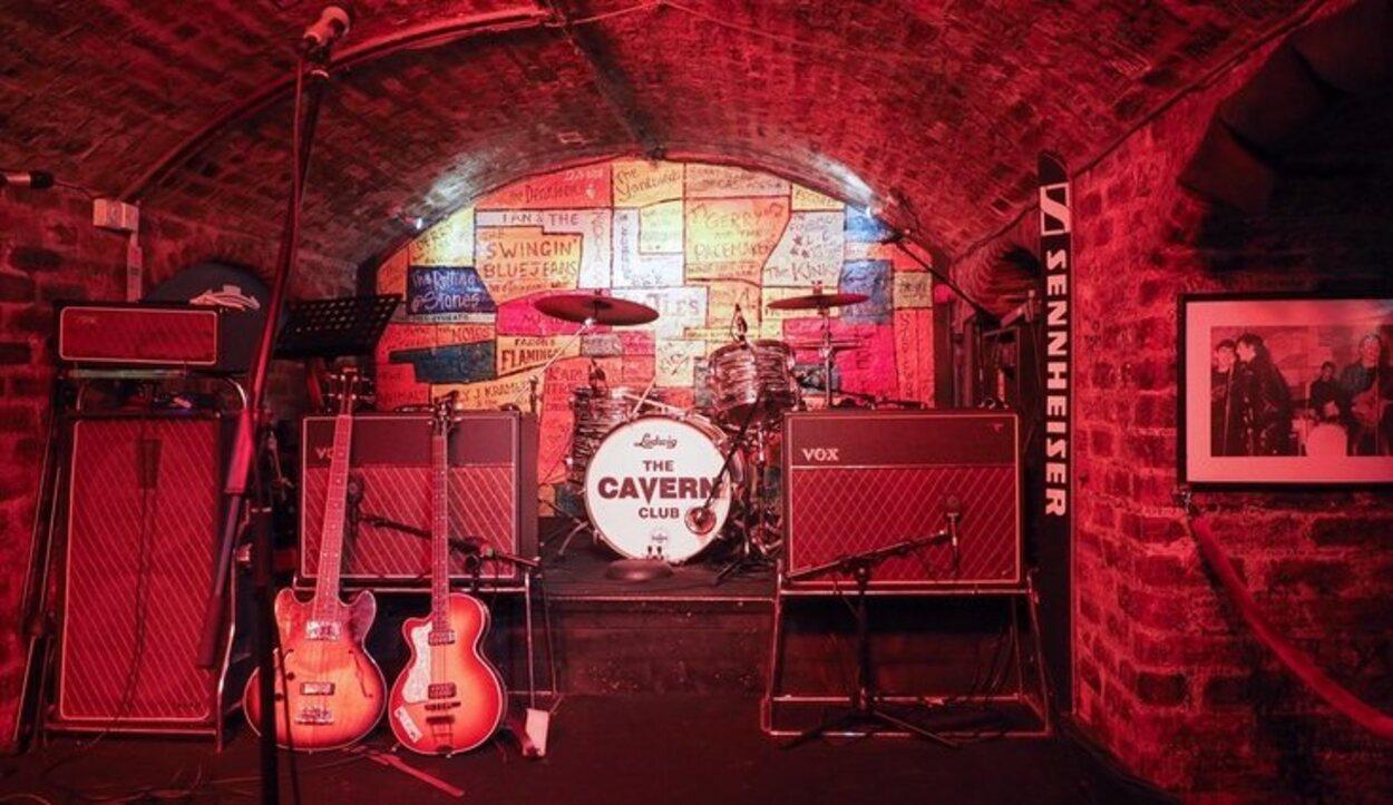 Acude al bar en el que empezaron a tocar The Beatles