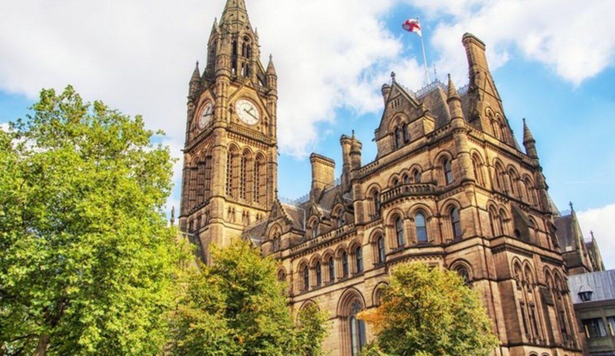 El Ayuntamiento es uno de los edificios victorianos más importantes en Inglaterra