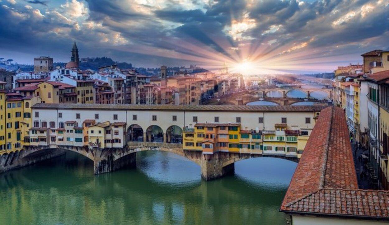 El Ponte Vecchio se construyó en el siglo XIII