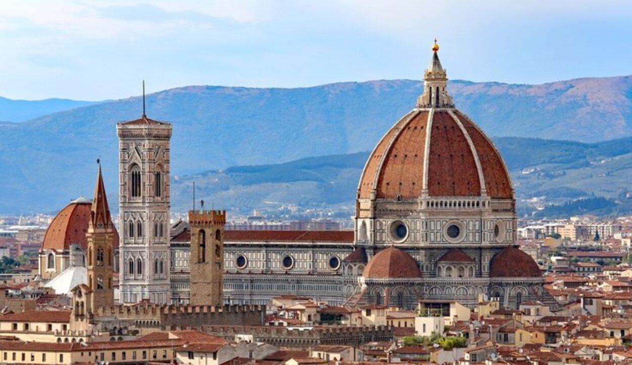 La Catedral de Santa María del Fiore es más conocida por el nombre de El Duomo de Florencia
