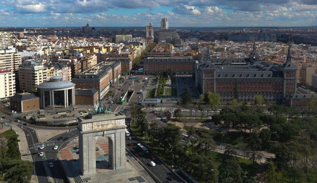 No puedes irte de Madrid sin quedar impresionado pro las vistas que nos ofrece el Faro de Moncloa