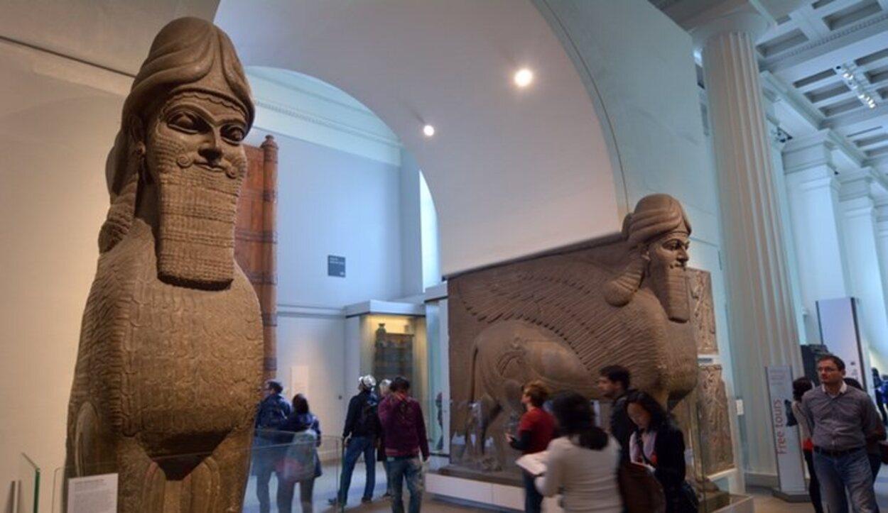 Puedes sentirte como en Egipto al pasar por delante de estas puertas