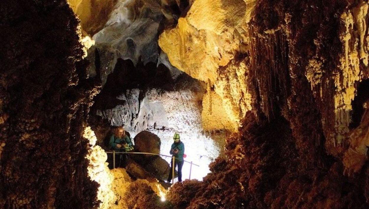No nos podemos perder las formadas esculpidas durante miles de años | Foto: Cueva Llamazares