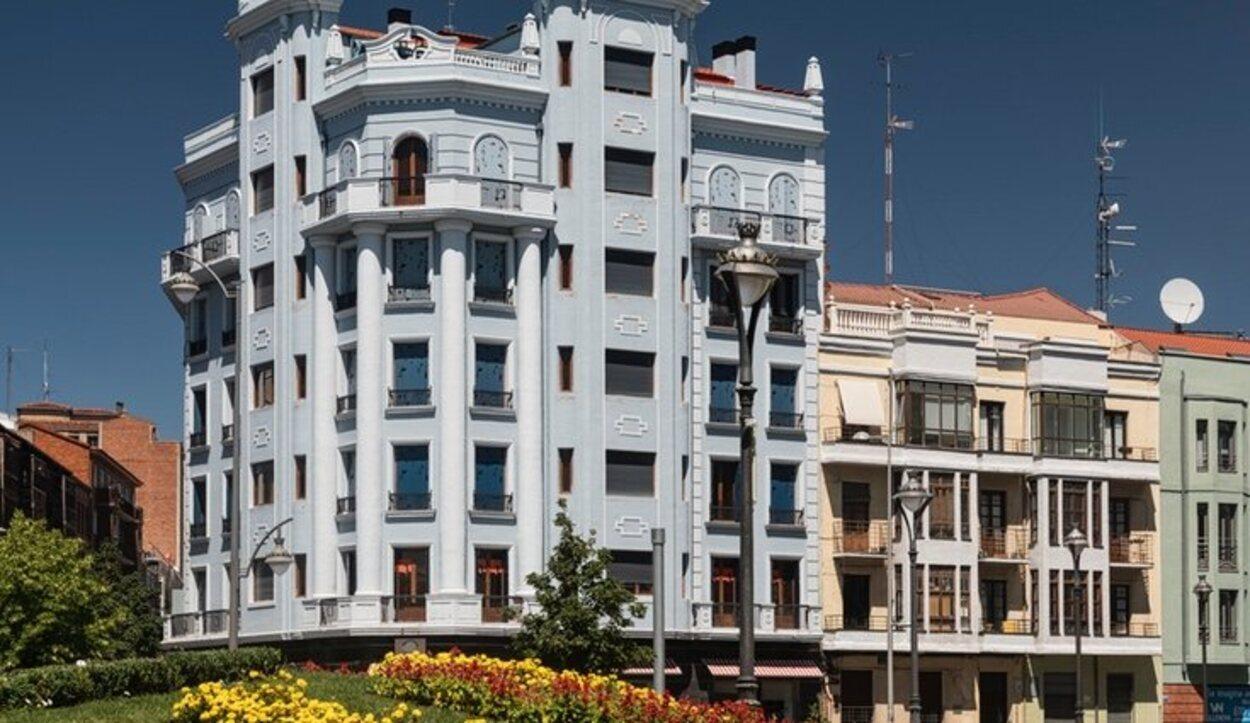 Los edificios llaman la atención por su top construcción