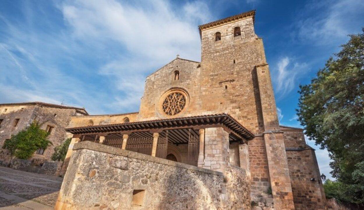 La Colegiata de San Cosme custodia en su interior los sepulcros de reyes de otra época