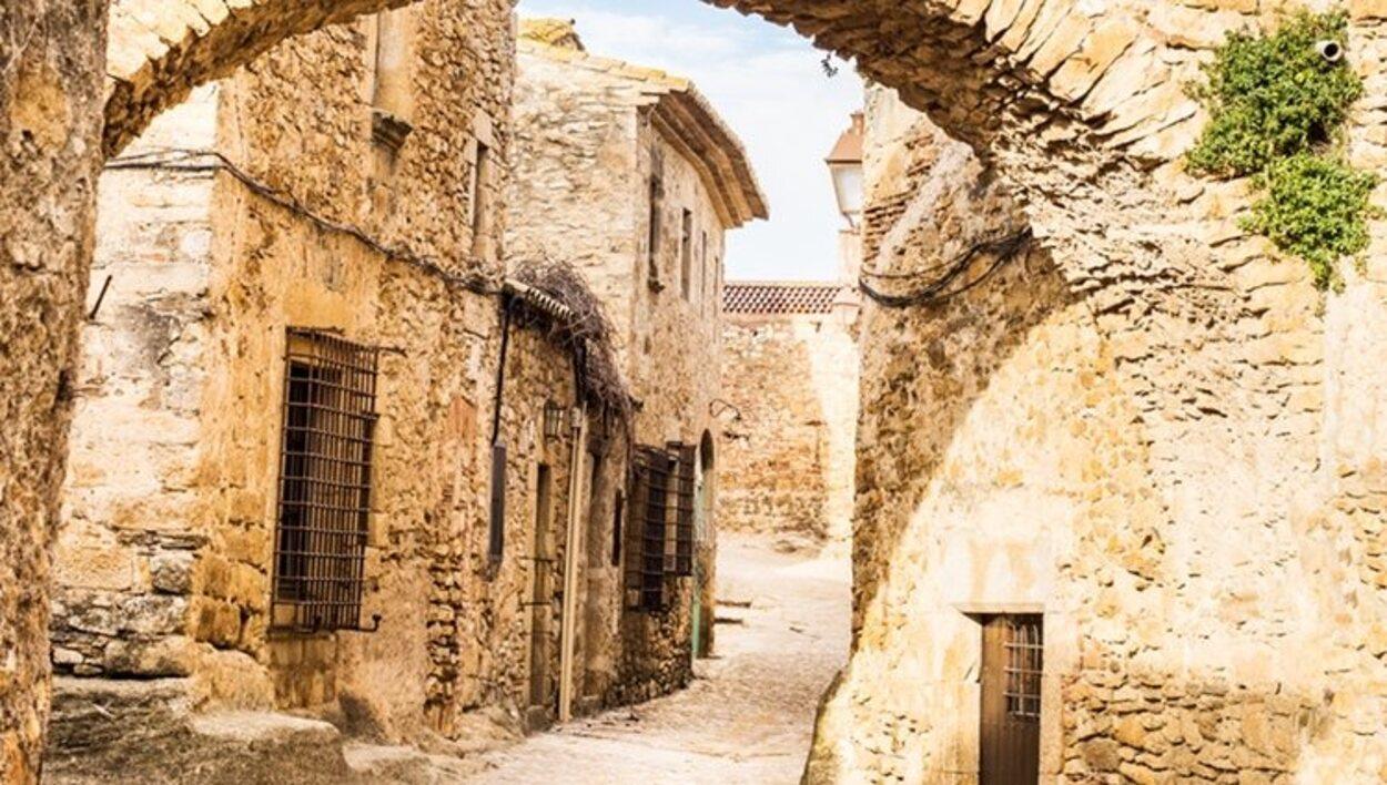 Dar un paseo por Peratallada es como viajar a la época medieval
