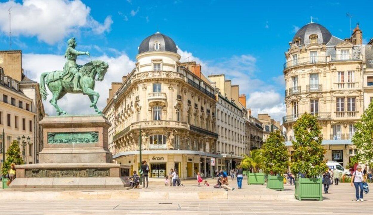 El mayor reclamo turístico de la ciudad es la heroína francesa