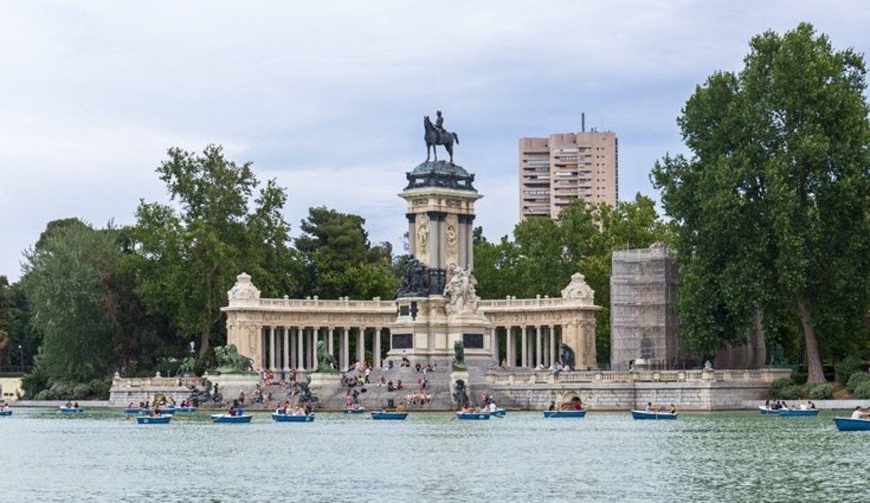 Es parada obligatoria en nuestra visita a Madrid navegar por el Retiro