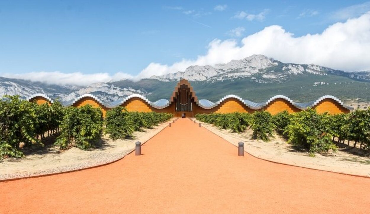 La Bodega Ysios fue inaugurada en el año 2001