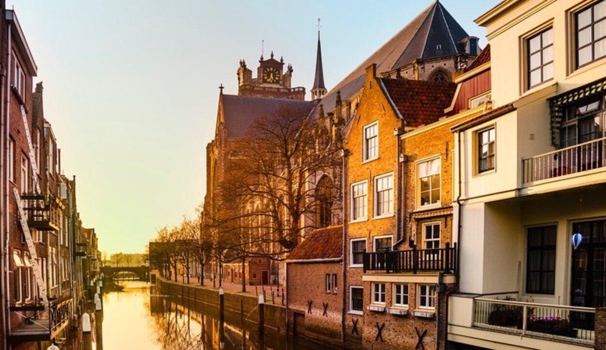 La ciudad de Dordrecht está muy cerca de los famosos molinos