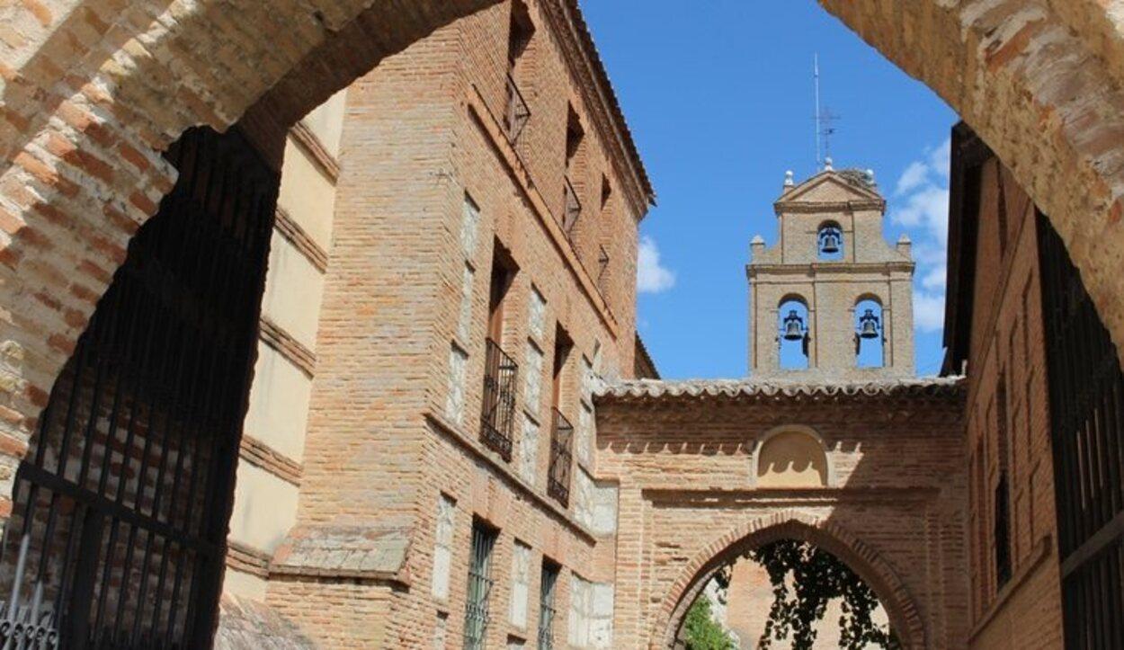 El Real Monasterio de Santa Clara es uno de sus tesoros arquitectónicos