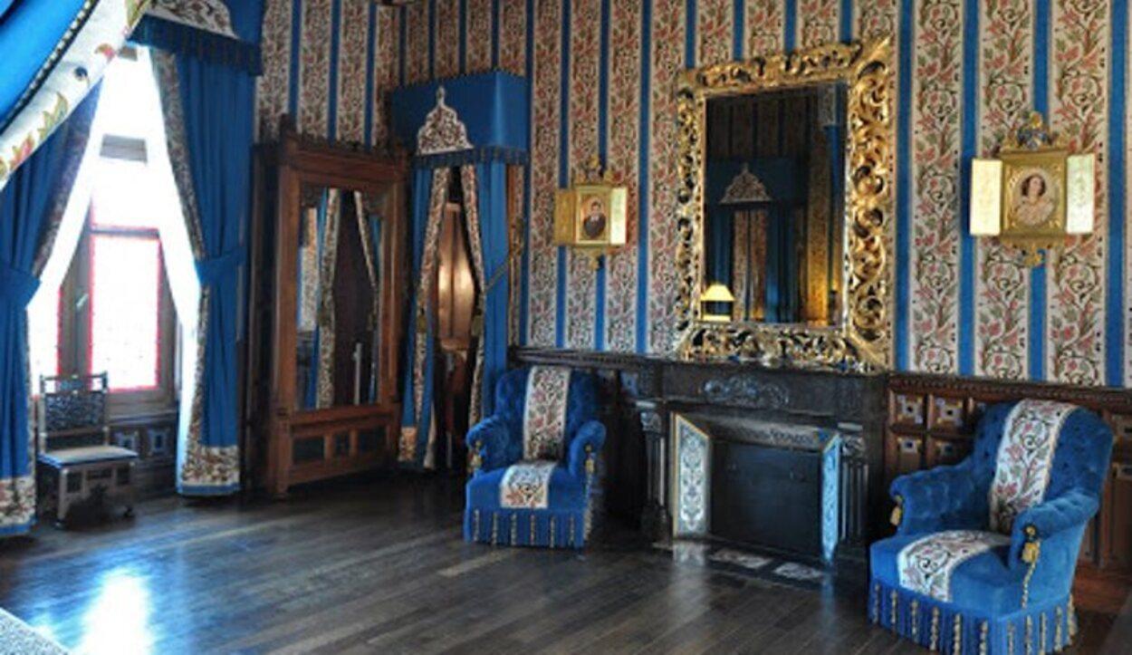 Todas las estancias de la casa cuentan con tapices llamativos y coloridos