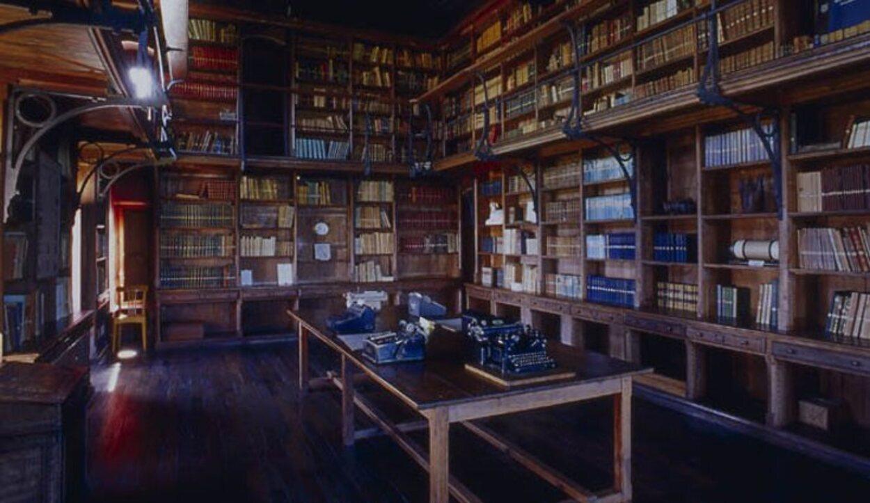 La biblioteca contaba con más de 100.000 obras