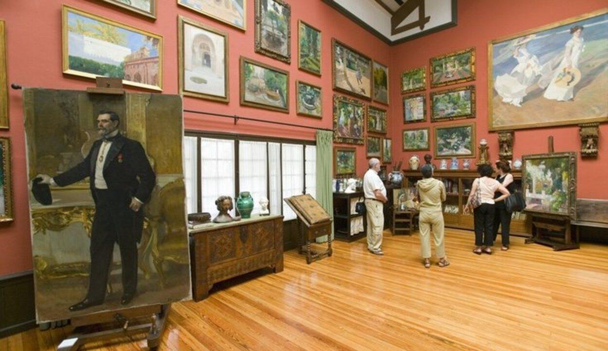 La colección de cuadros es muy amplia