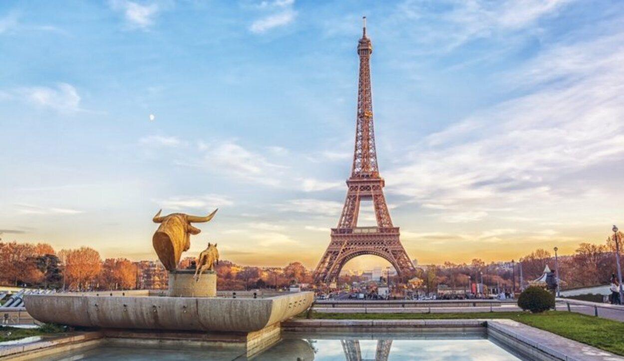 Como dato curioso, la Torre Eiffel se pinta cada siete años