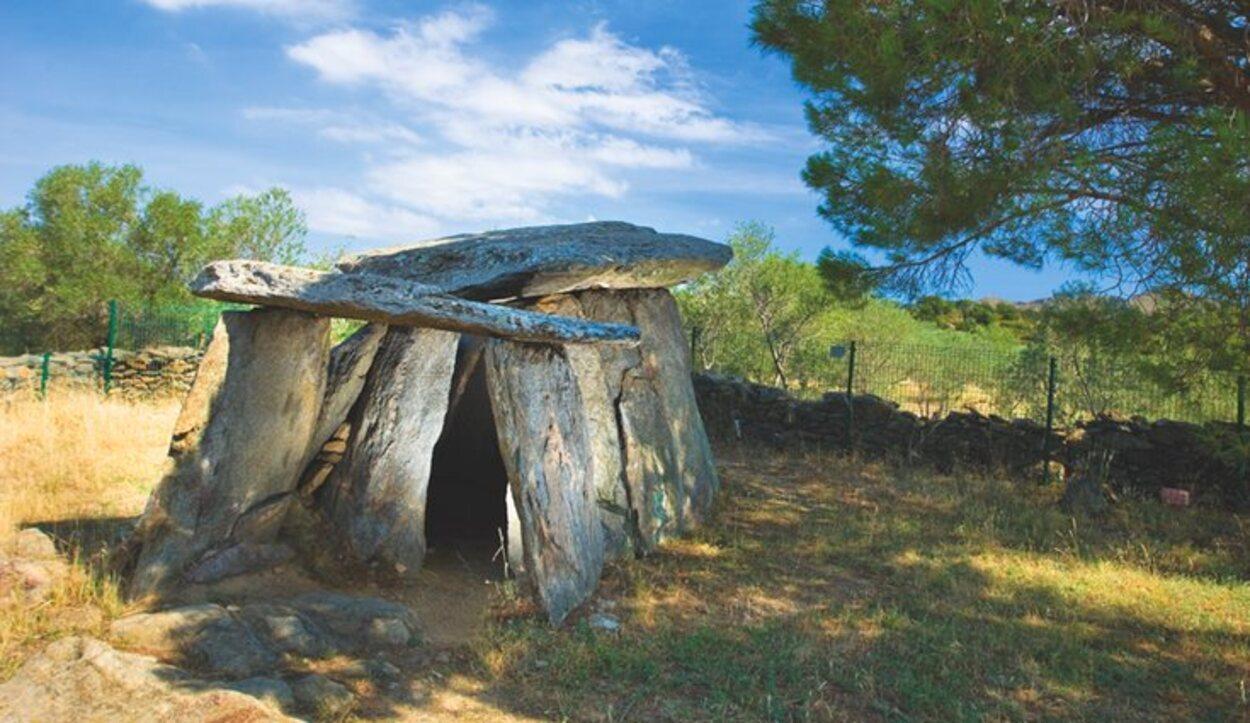 Se pueden visitar diferentes levantamientos neolíticos