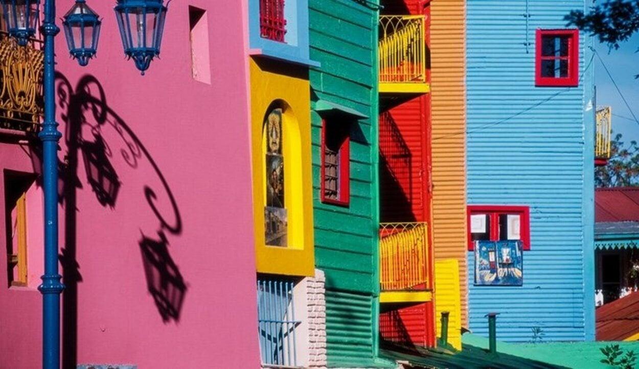 Pasear y disfrutar de unas calles con un colorido de película
