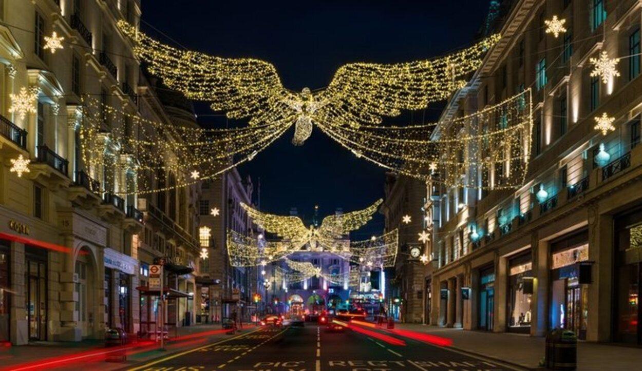 La calle Regent adornada con las luces de Navidad