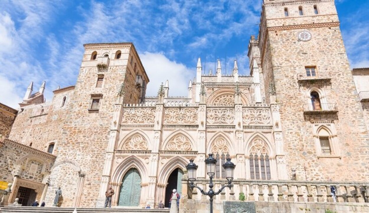 En él se encuentran enterrados algunos de los reyes medievales castellanos, como Enrique IV