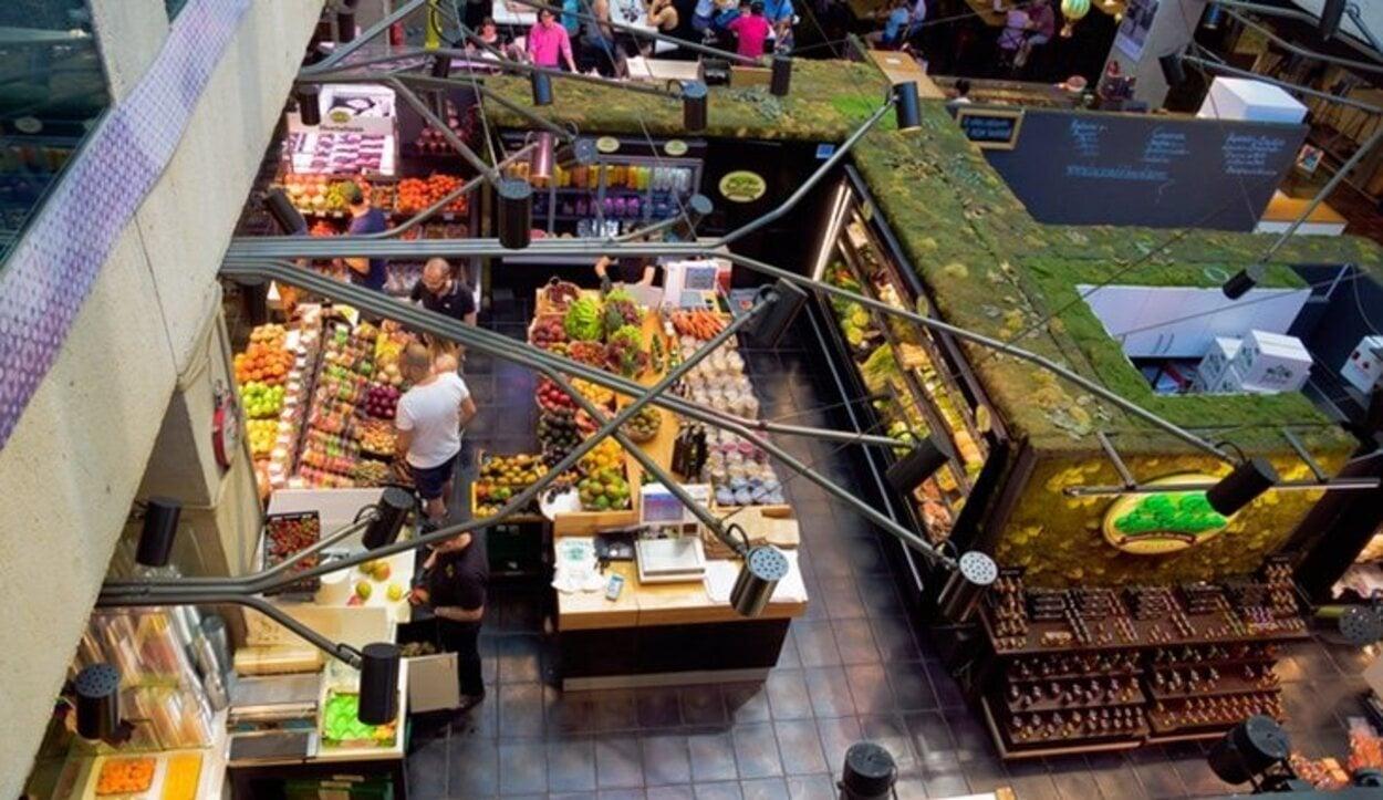 En el interior del Mercado de San Antón