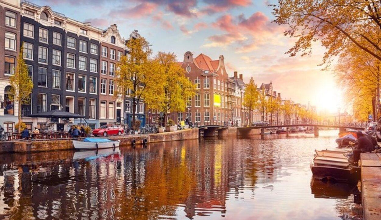 Los canales de Ámsterdam son una de las maravillas de la ciudad