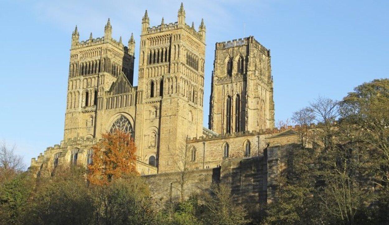 En esta catedral se pueden encontrar los claustros de la escuela de magia y hechicería