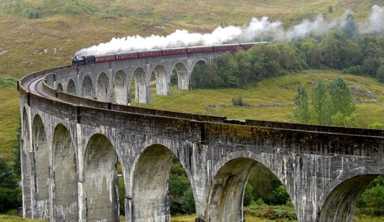Si tu objetivo es ver pasar el tren, debes llegar con bastante antelación porque hay mucha gente
