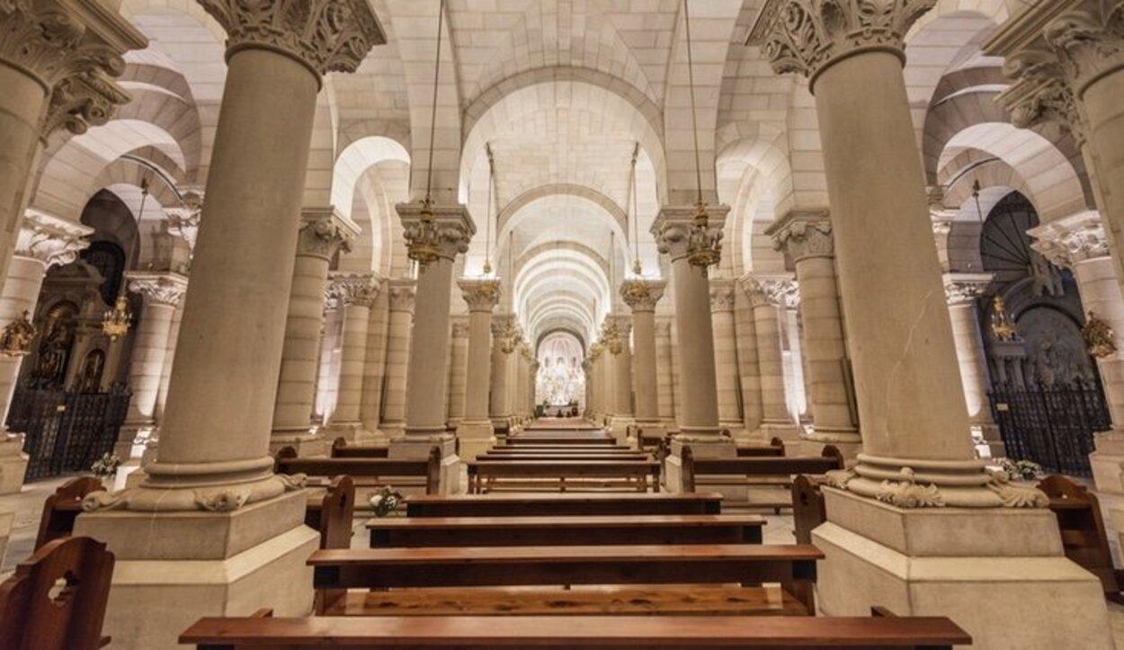 Se ha constituido realmente como iglesia propia al ser la Parroquia de Santa María de La Almudena