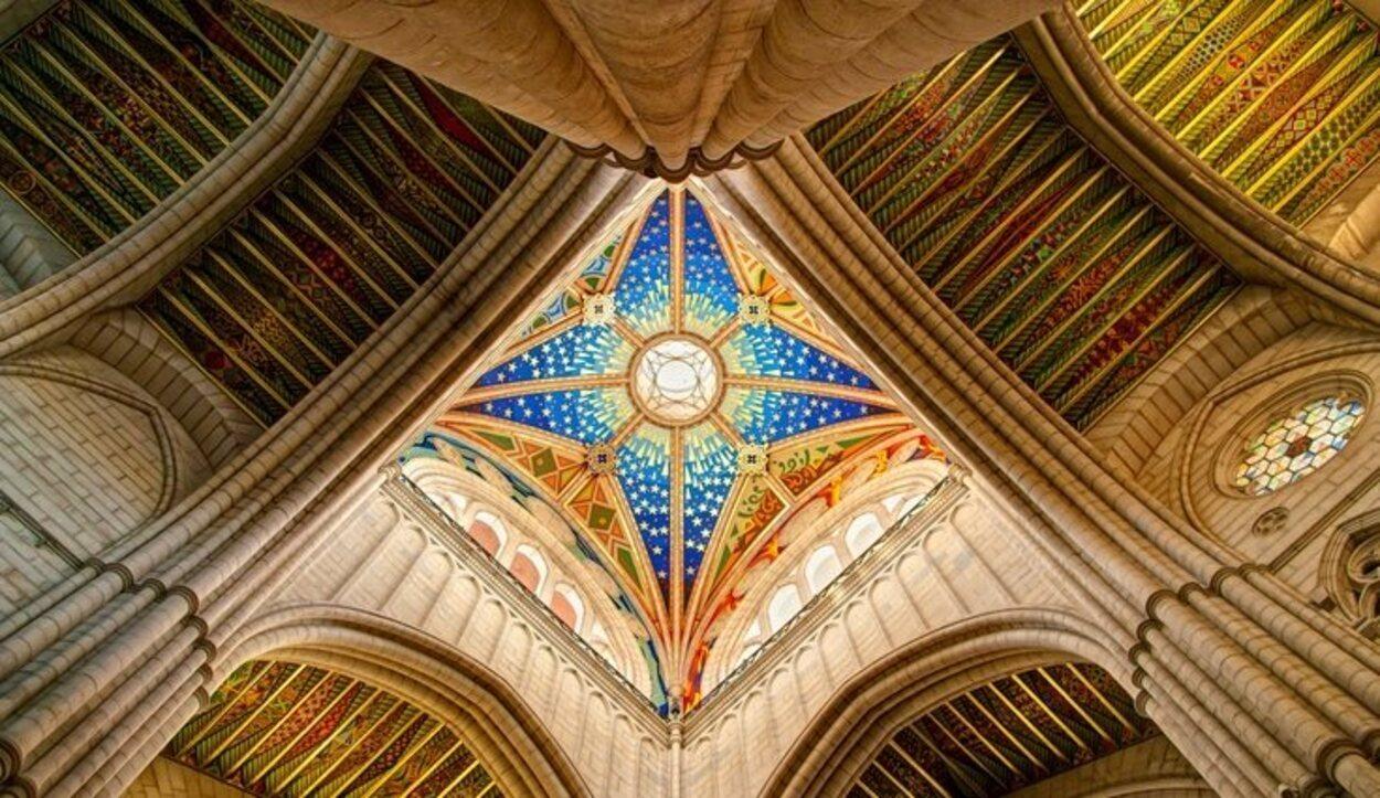 El interior de la Catedral de La Almudena