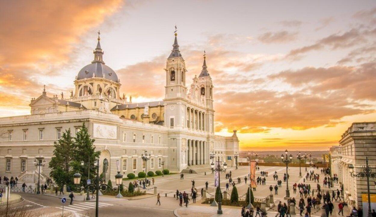 La catedral de Madrid se encuentra situada en pleno Madrid de los Borbones